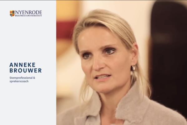 Anneke Brouwer Public Speaking coach en Voice expert aan het woord op de conferentie Learning and Development Leadership op Nyenrode 21 november 2017