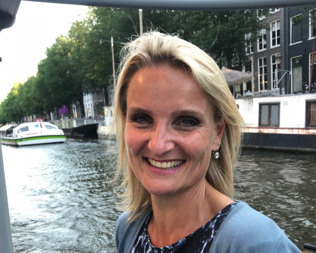 Anneke Brouwer Stemprofessional & Sprekerscoach | Public Speaking coach & Voice expert | TedxInsead Coach