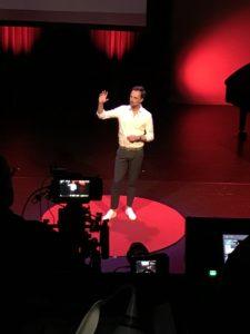 Coachee van Anneke Brouwer Stemprofessional & Sprekerscoach | Public Speaking Coach & Executive Voice Expert op de rode stip van TEDxAmstelveen