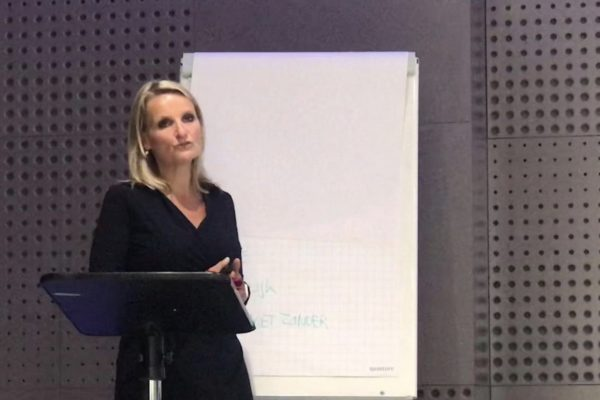 Anneke Brouwer Stemprofessional & Sprekerscoach | Public Speaking Coach & Executive Voice Expert about the Human Voice and Leadership